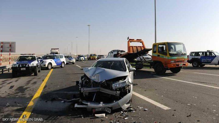 تصادم 44 سيارة على طريق يربط أبوظبي بدبي