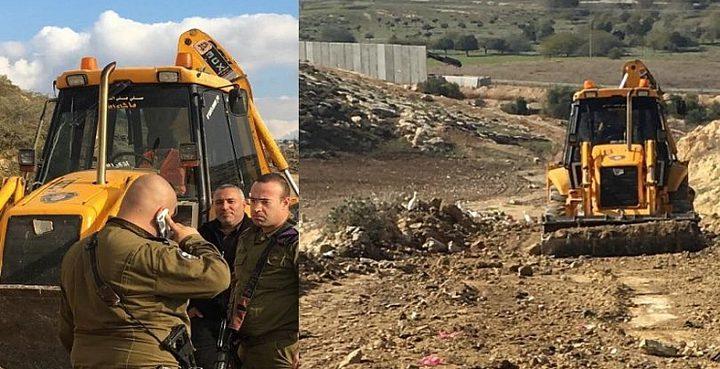 الاحتلال يشرع بشق طريق في أراضي جنوب بيت لحم