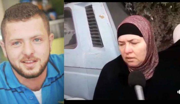 """""""آخر حضن كان غير عن كل مرة""""..بالفيديو: هذا ما قالته والدة جرار لـ""""النجاح"""" بعد اغتياله"""