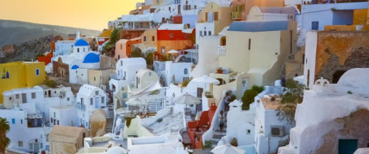 مدن تتخذ مبانيها لوناً واحداً.. ما السبب؟
