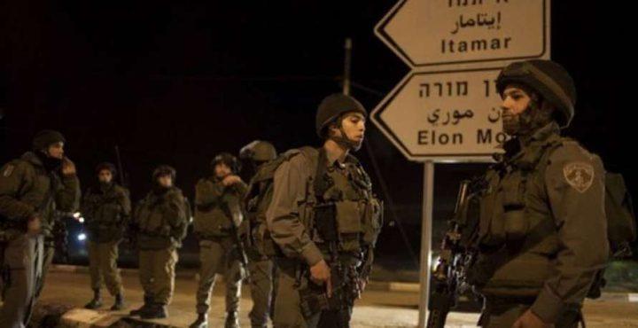 الاحتلال يعتقل شابين بزعم محاولة تنفيذ عملية جنوب نابلس