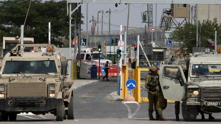 الاحتلال يعتقل شابا على حاجز قلنديا شمال القدس