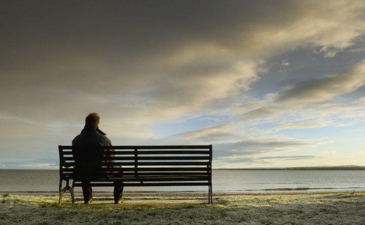 العزلة أكثر خطرًا على صحة الإنسان من التدخين!