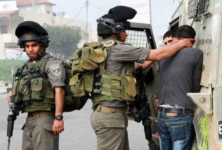 الاحتلال يعتقل مواطنا قرب الحرم الإبراهيمي