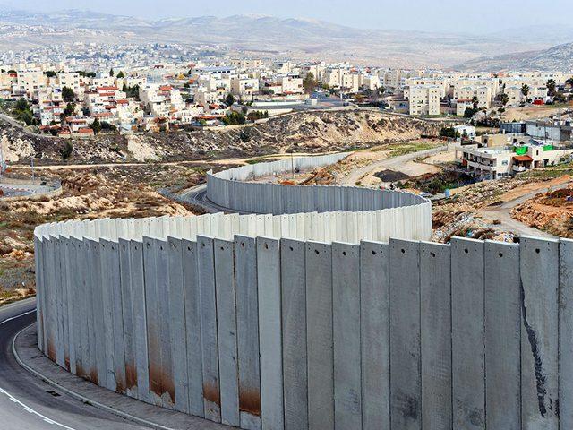 رئة فلسطين.. يخنقها الجدار