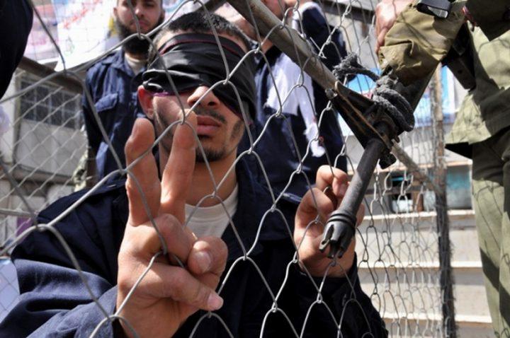 نادي الأسير يحذر المعتقلين من التعاطي مع أوراق مزورة تحمل شعاره يستخدمها العملاء