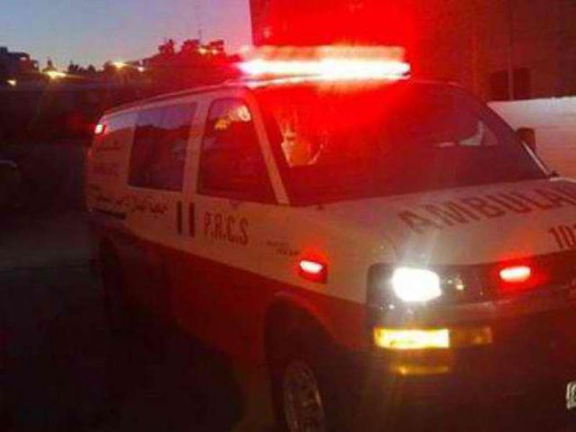 عناصر من قوات الاحتلال يطلقون النار على سيارة إسعاف بالبيرة