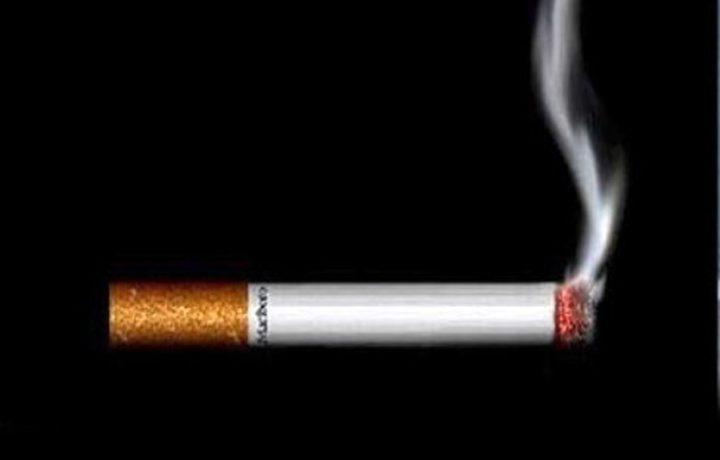 بسبب خلاف سكب البنزين على صديقه وأحرقه بسيجارة!