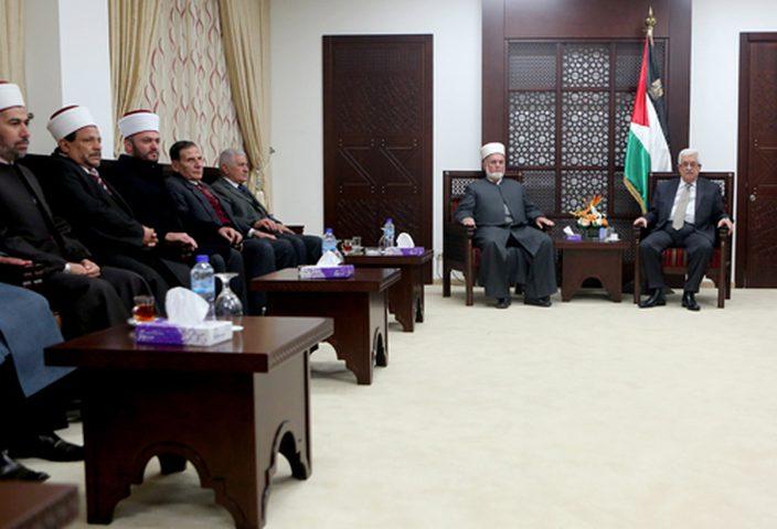 الرئيس يستقبل وفداً من قضاة فلسطين الشرعيين