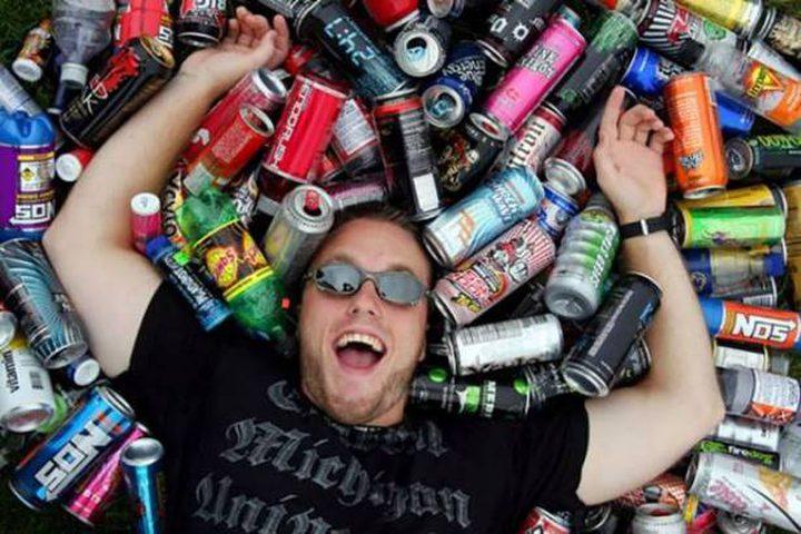 هذا ما حدث له بعد تناول 25 زجاجة مشروب طاقة