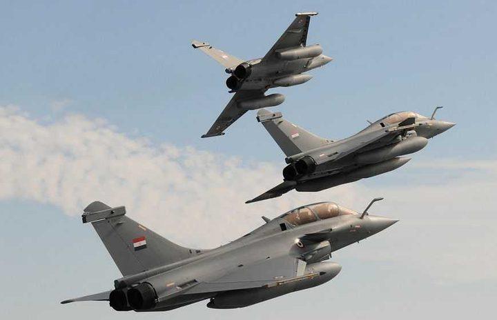 الجيش المصري يخوض معارك مكثفة بحرا وجوا وبرا ويقصف معاقل المتطرفين في سيناء