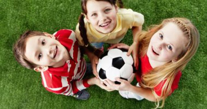 كرة القدم والتنس تقوى عظام طفلك