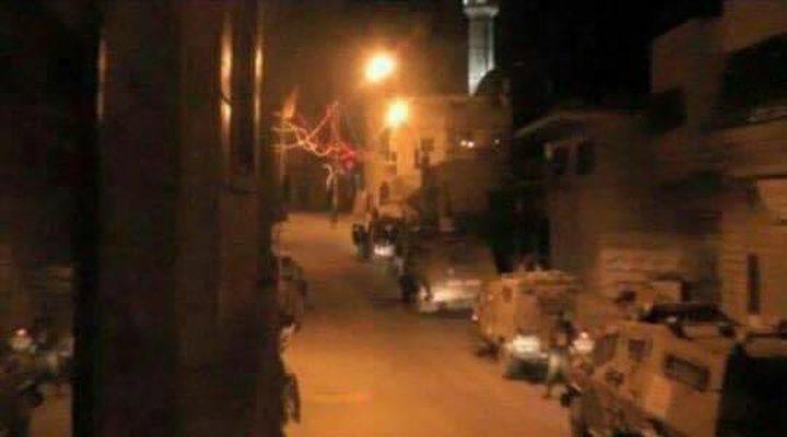 """قوات الاحتلال تغلق مدخل قرية """"راس كركر"""" غرب رام الله"""
