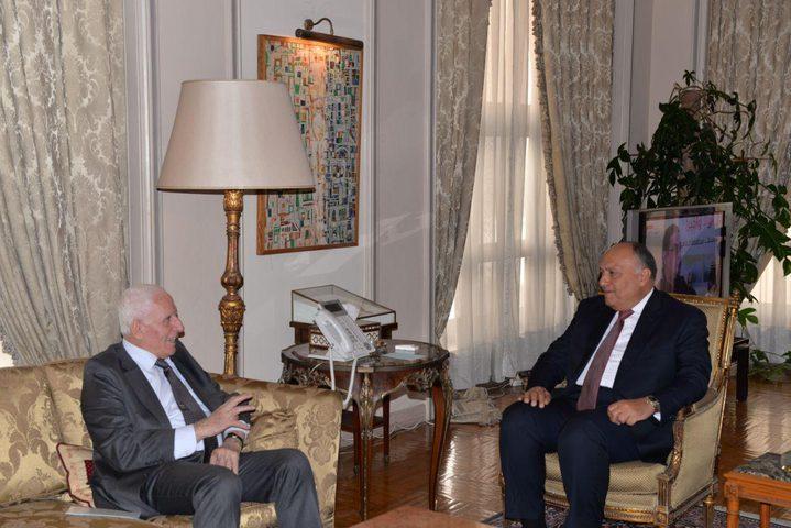 خلال لقائه بوزير الخارجية المصري.. الأحمد يؤكد أهمية وحدة الموقف العربي