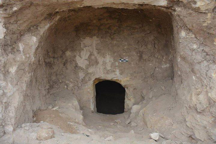 مواصلة التنقيب في مقبرة بيزنطية غرب نابلس (صور)