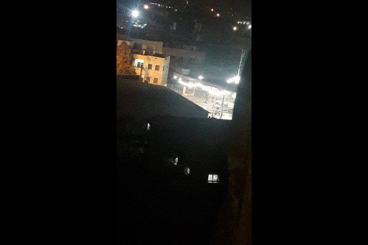 مواجهات عنيفة في بيتا والاحتلال يغلق مدخلها (فيديو)