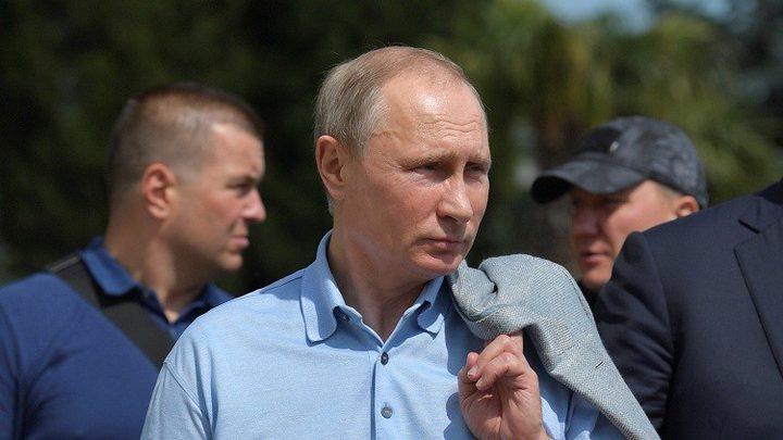 بوتين لا يستخدم الهواتف الذكية!