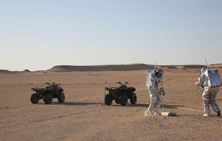 شهر من العزلة في صحراء عمان لمحاكاة بعثات المريخ