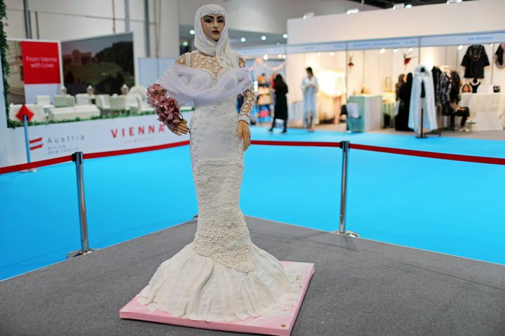 كعكة زفاف على شكل فتاة بسعر مليون دولار في دبي!