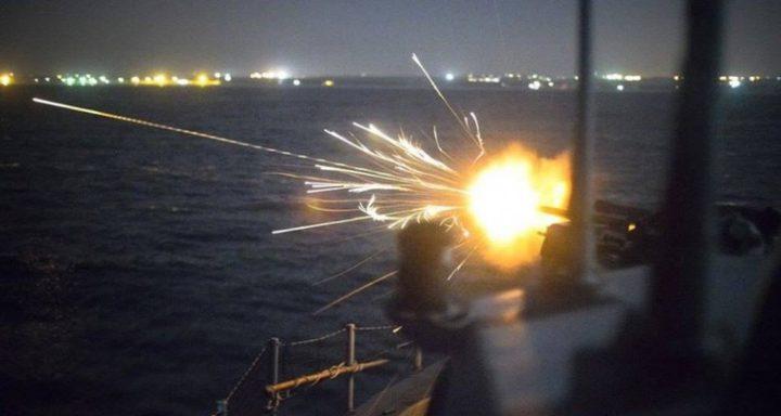 زوارق الاحتلال تفتح نيران أسلحتها الرشاشة تجاه مراكب الصيادين في عرض البحر