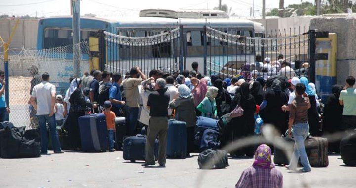 اللوح يؤكد متابعة أوضاع المواطنين العالقين في مصر