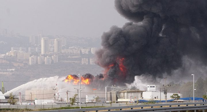 حريق في مصفاة النفط في خليج حيفا