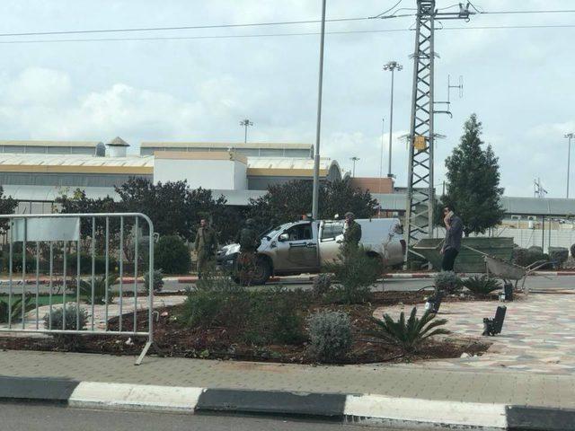شبان يهاجمون مركبة لقوات الاحتلال تدخل بالخطأ لجنين (فيديو -صور)
