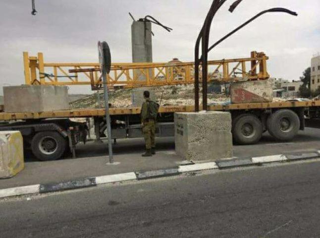الاحتلال يغلق مداخل بلدتي العيسوية وحزما في القدس