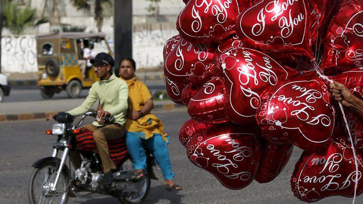 حظر جميع مظاهر الاحتفال بعيد الحب في باكستان