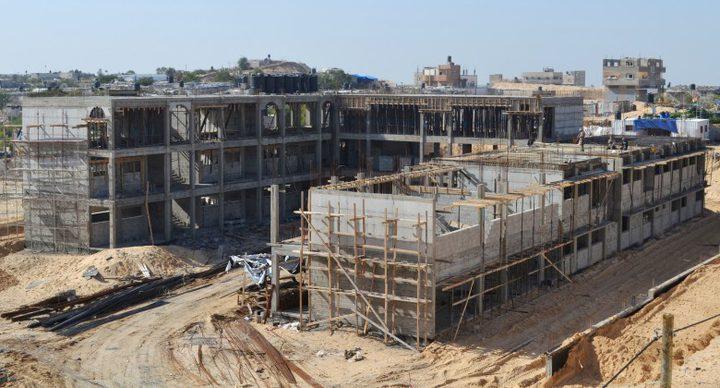 للمتضررين.. توقيع عقود لإنشاء (75) وحدة سكنية شمال غزة