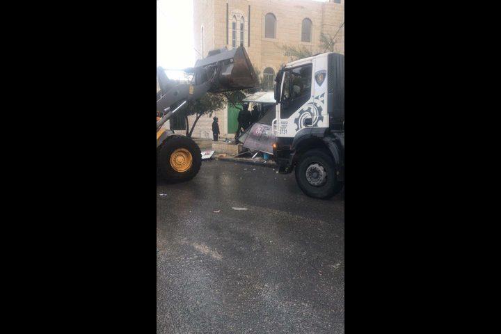 الاحتلال يهدم منشأت تجارية في بلدة العيسوية بالقدس (صور)