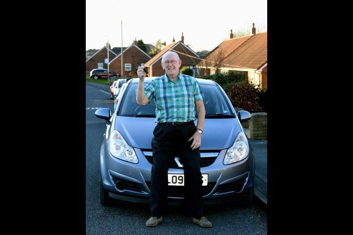 لماذا تعلم  هذا الرجل القيادة في سن ال79 ؟
