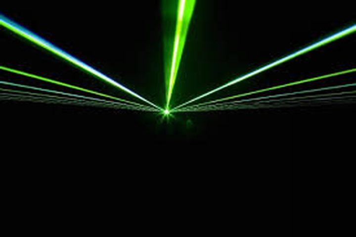 فيزيائيون يبطئون الإلكترونات عالية السرعة
