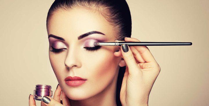 3 حيل عند وضع ظلال العيون تزيد مكياجك رونقاً
