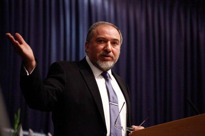 """ليبرمان يزعم ان إيران أعلنت حربا على """"إسرائيل"""" وتسعى للتموضع داخل سوريا"""