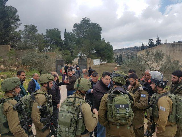 الاحتلال يحاصر مدرسة جنوب نابلس