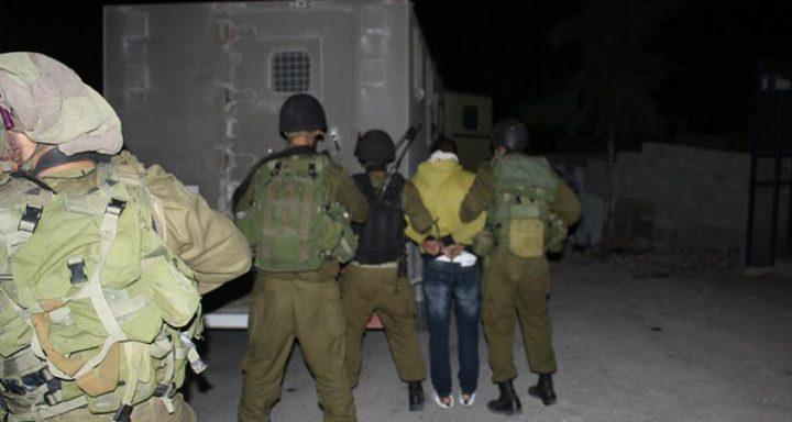 الاحتلال يعتقل شقيقين على حاجز بالأغوار