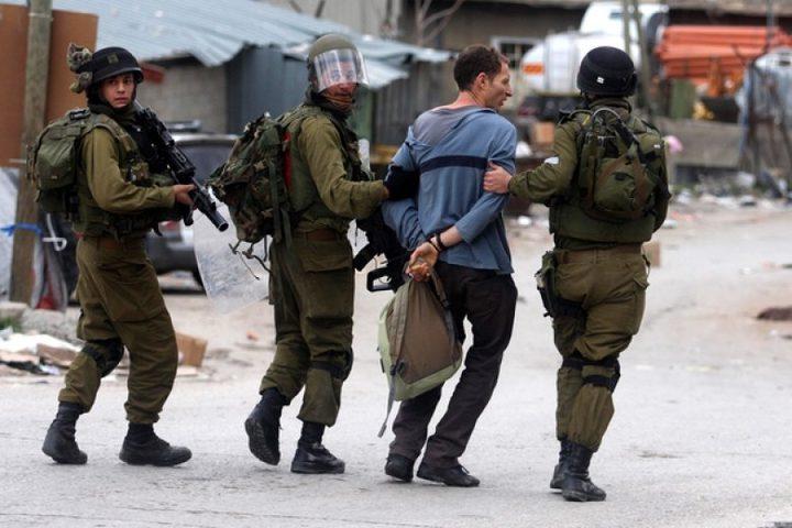 الاحتلال يعتقل منسق شباب ضد الاستيطان في الخليل