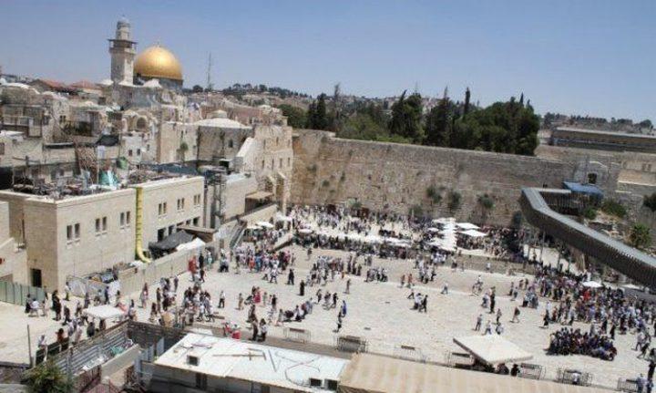 الاحتلال يضع رافعة بناء ضخمة في ساحة البراق غربي الاقصى
