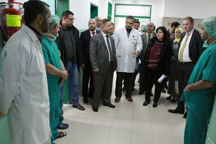 وزير الصحة يعلن تخصيص 1.3 مليون دولار لتجهيز أقسام في المشافي الحكومية