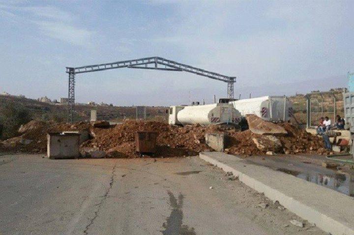الاحتلال يغلق الطرق الفرعية المحيطة ببلدة بيتا (صور)