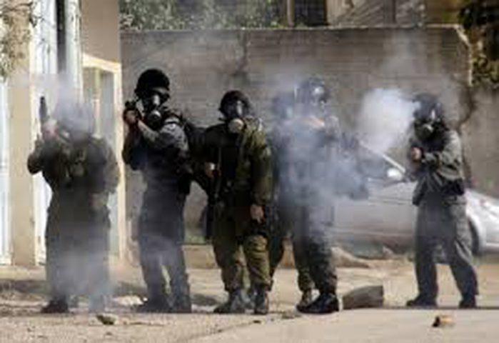 إصابة العشرات بالاختناق على حاجز أبو الريش