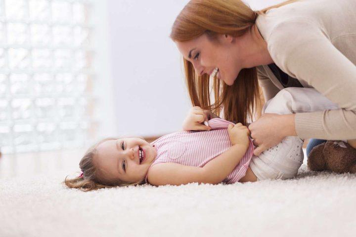 دغدغة طفلك قد يكون سبب وفاته!