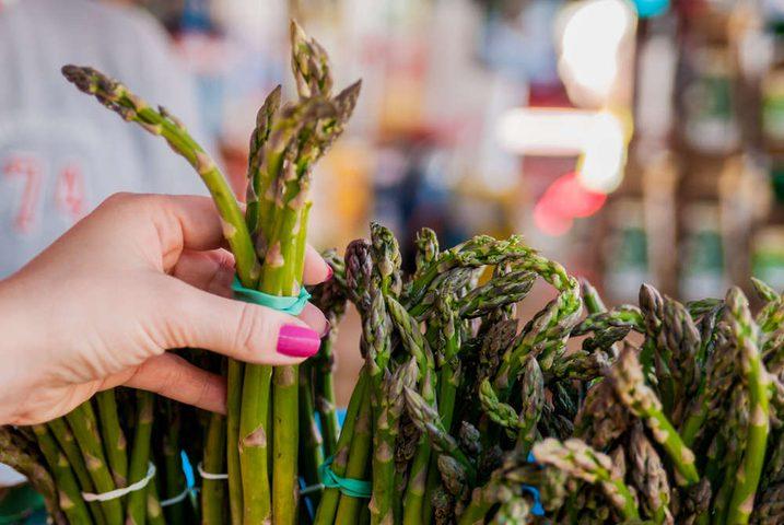 الأسبراغوس والمأكولات البحرية تساعد على انتشار سرطان الثدي!