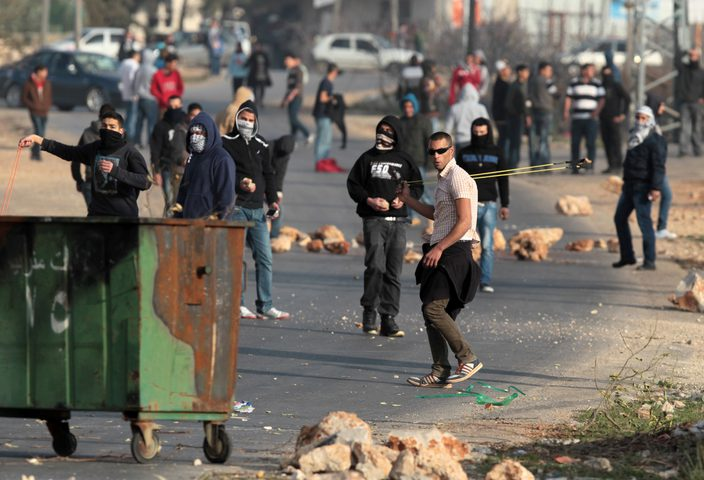 """اصابات بـ""""المطاط"""" والاختناق خلال مواجهات مع الاحتلال جنوب نابلس"""