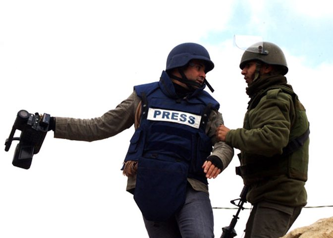 قوات الاحتلال تحتجز هوايا الصحفيين في بيت لحم