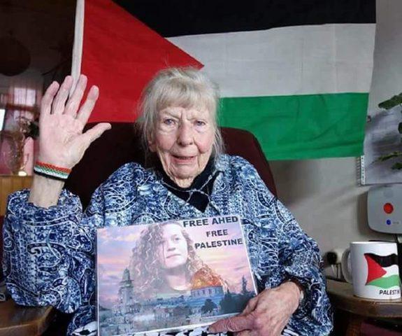 """وفاة """"ناشطة هولندية"""" دافعت عن القضية الفلسطينية"""
