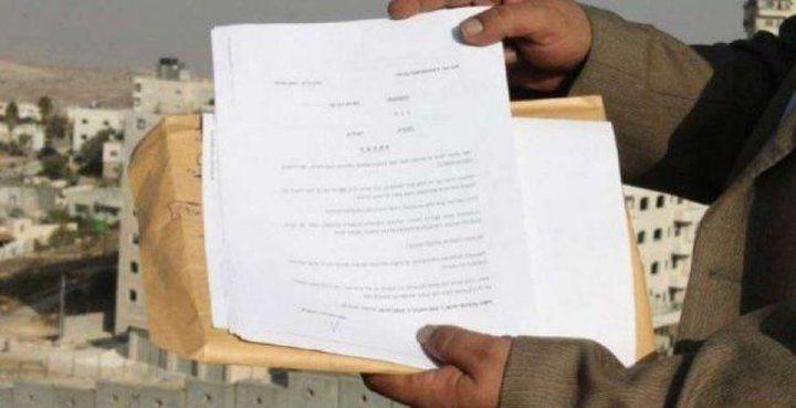 سلطات الاحتلال تُخطر بوقف البناء بثلاثة منازل وبئر مياه في بيت لحم