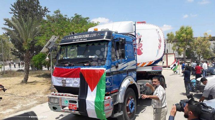 مصر تسمح بإدخال شاحنات محملة بالوقود إلى قطاع غزة