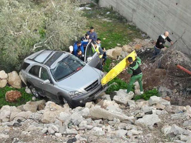 إصابتان بحادث انقلاب مركبة في طولكرم